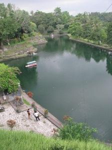 Salah satu sisi pemandian Taman Narmada, masih utuh.