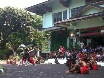 Salah satu pertunjukan jathilan dari kelompok seni di Yogyakarta.
