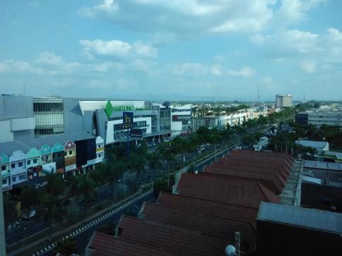 salah satu ruas jalan uatama di Solo Baru Sukoharjo. (nina)