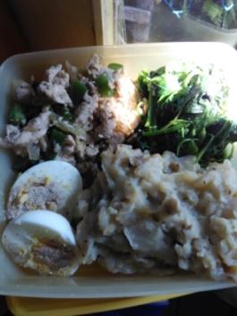 kreasi menu telur, bayam, ayam merica, & kentang tumbuk