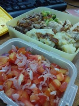 sapi teriyaki, ayam merica, brokoli, kentang tumbuk. buat seger-seger bikin sambal dabu-dabu segar. menu ini untuk dua kali makan selama ngantor euy.. :)