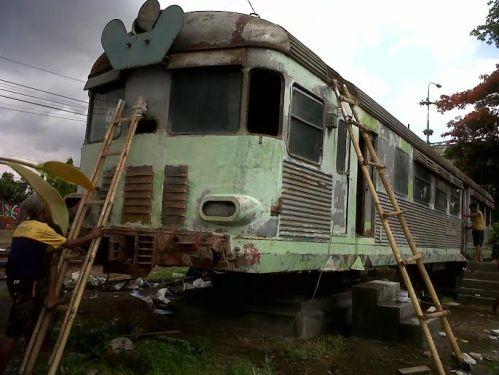 Gerbong Kereta Rel Diesel (KRD) MCDW 300 yang dikenal dengan nama Kuda Putih.