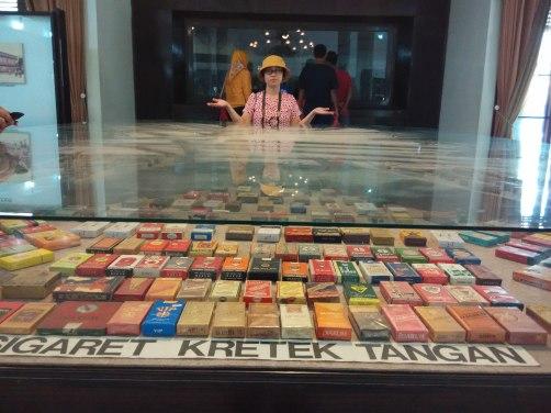 Mampir sejenak di Museum Kretek disponsori kantor hehe.